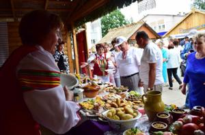 Місто Мотоль: всім було смачно і всім высёло